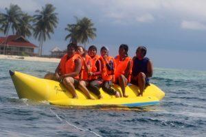 naik Banana Boat