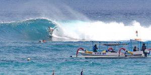 Surfing Nusa Lembongan