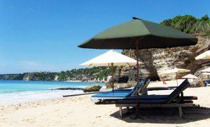 Menikmati Pemandangan Pantai Dreamland