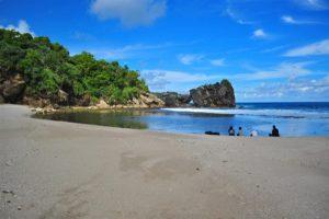 Keindahan Pantai Wediombo