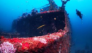 Reruntuhan Kapal di Manado