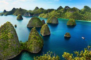 Menikmati Kecantikan Pulau Karang