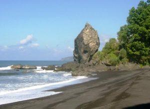 Pantai Watu Pecak