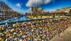 Jembatan Pont des Arts atau Jembatan Gembok Cinta