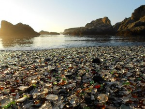 Pantai Kaca (Glass Beach - California,USA)