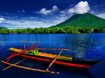teluk jailolo yang bergelar mutiara di maluku utara tersebut berada antara pulau ternate dan halmahera atau tepatnya barat