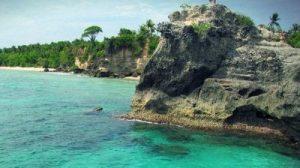 pantai dato merupakan salah satu objek wisata andalan di dusun pangale kelurahan baurung kecamatan banggae timur kabupaten majene