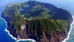 tempat wisata terindah di dunia - Aogashima Volcano, Jepang