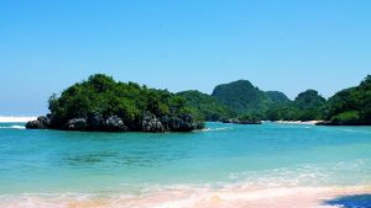 Wisata Pantai Gatra Malang Selatan yang Wajib Dikunjungi