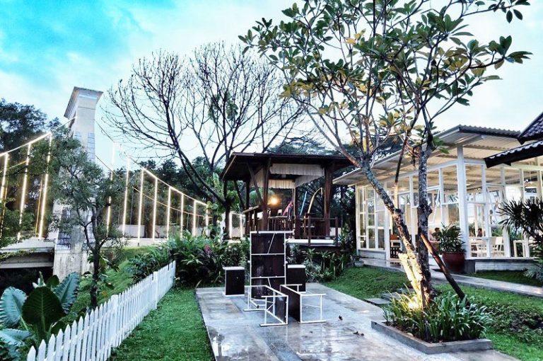 40 Cafe Romantis Di Malang Yang Wajib Dikunjungi