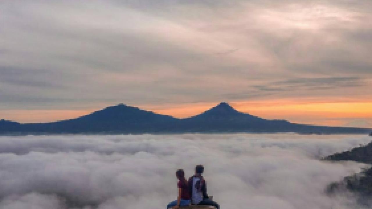 Wisata Punthuk Mongkrong Magelang yang Wajib Dikunjungi